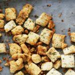 Supa de pui cu morcov si paste alfabet & crutoane cu ulei de masline