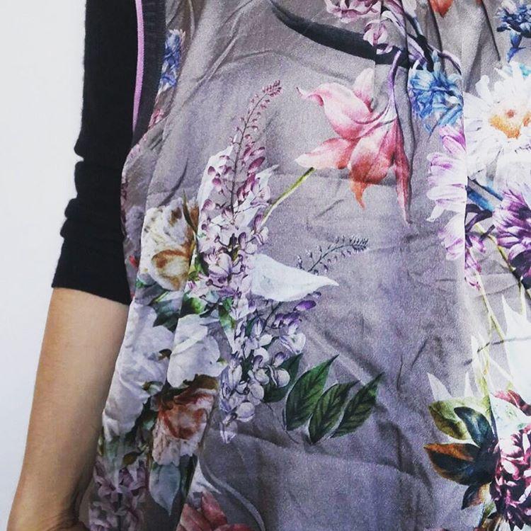 Silky flowers mykindofprint layering layers winterfashion wintergarden fashionsense frozenflowers patternhellip
