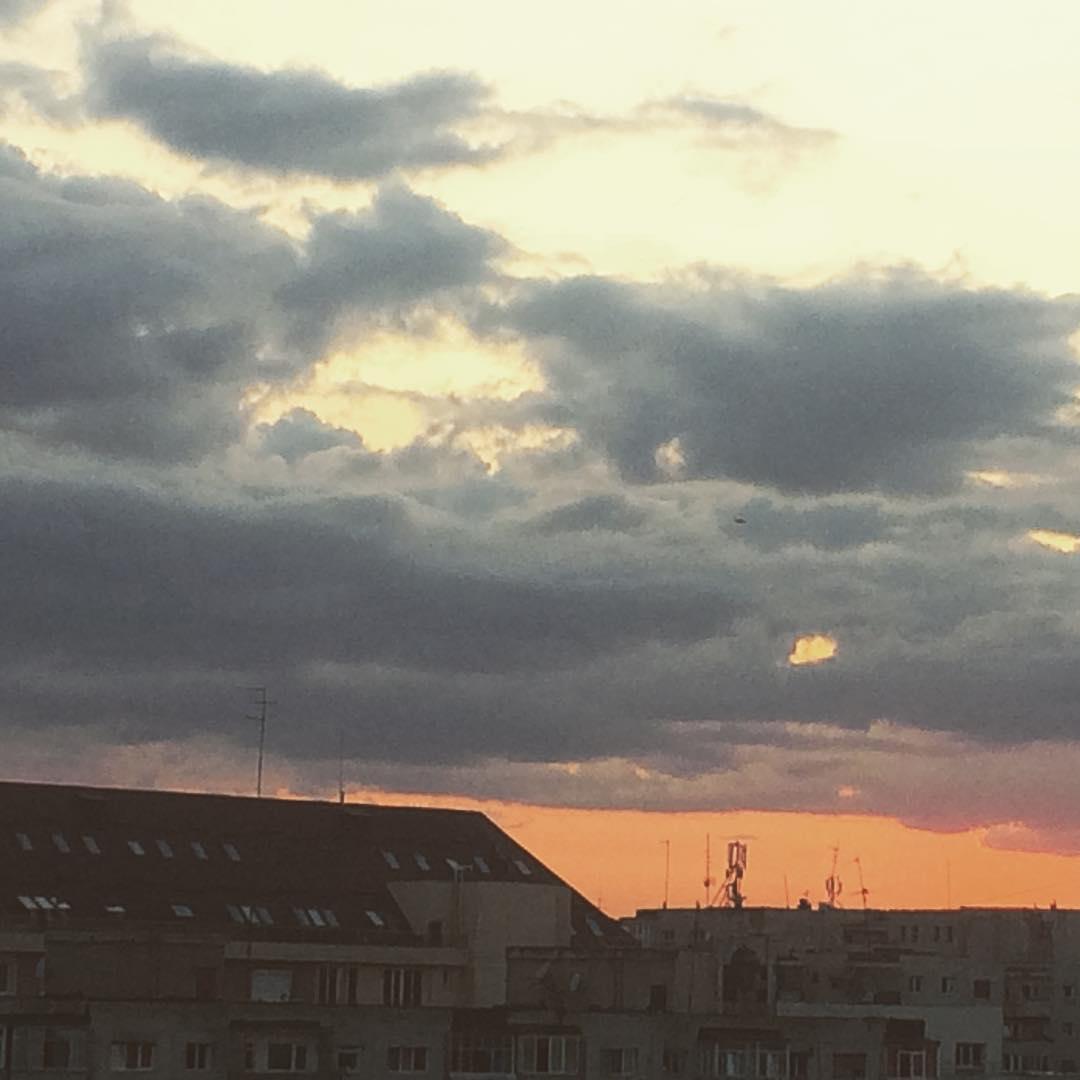 De ieri seara skyisthelimit bucurestiulvrajit apusdesoare sunsetlight sunset